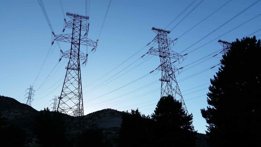 500kV_3-Phase_Transmission_Lines-min