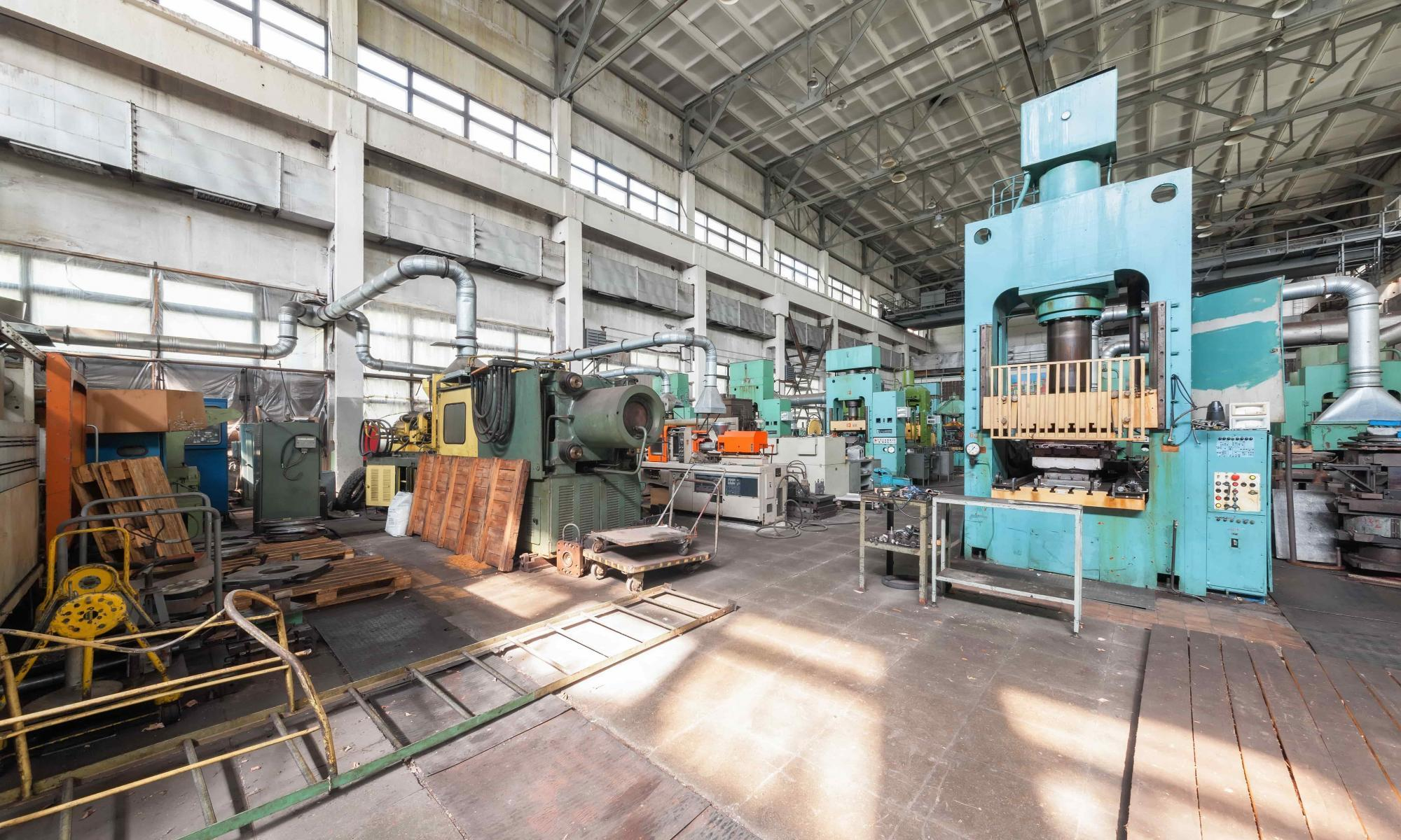 a-variety-of-machines-in-the-factory-P92A3JS-min