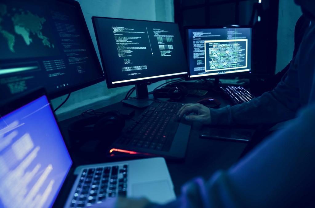 diverse-computer-hacking-shoot-P49LPNS-min